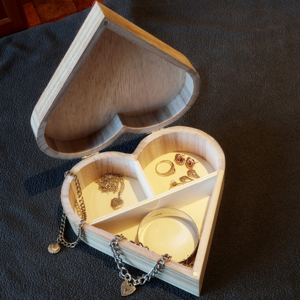 Valentine heart shaped jewellery box