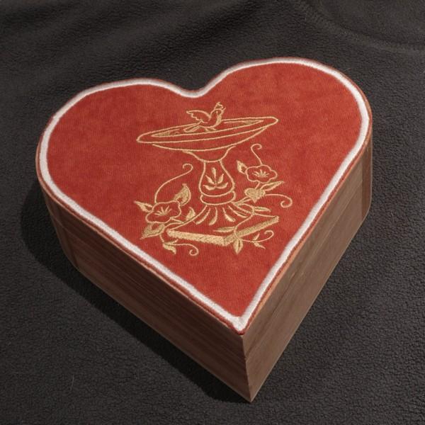 Valentine hear shaped jewellery box
